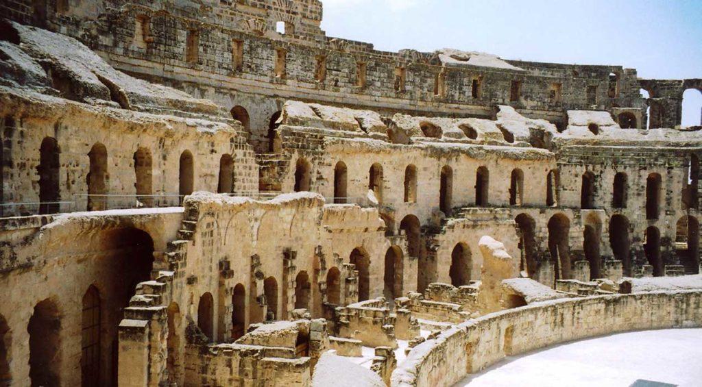 Admirer l'amphithéâtre d'El Jem